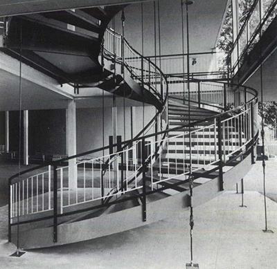 Una escalera suspendida - Escaleras de caracol barcelona ...